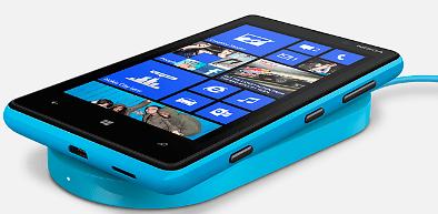 Nokia Lumia 820 Charging