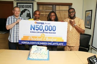Paschal Receiving Best Affiliate Prize from Konga