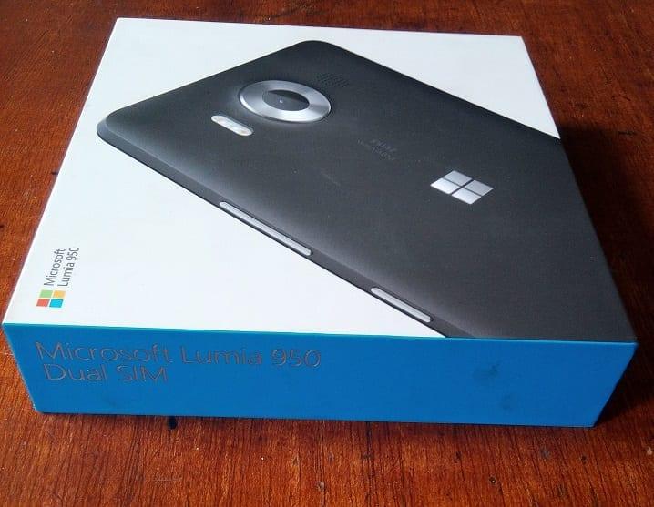 Lumia 950 box