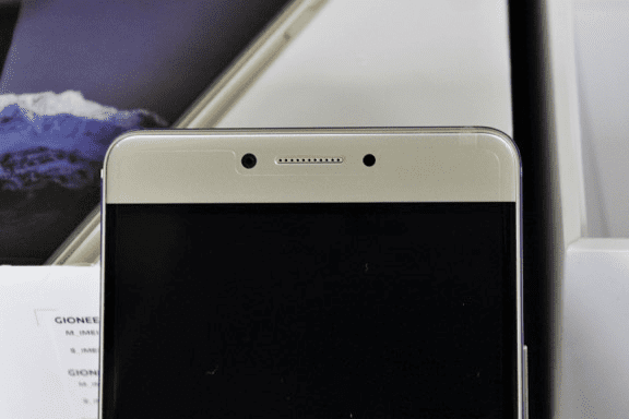 Gionee M6 showing the 8MP front camera