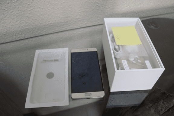 Gionee M6 out of the box