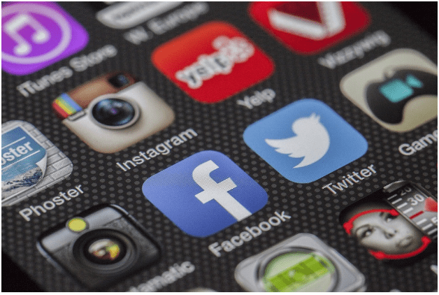 Smart TV and Social Media