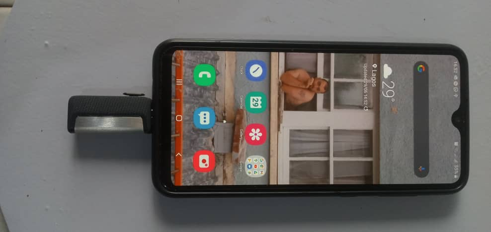 Dual Drive Connected to a Smartphone